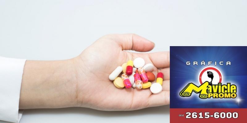 Parte da população substitui medicamento de marca por um genérico   Guia da Farmácia   Imã de geladeira e Gráfica Mavicle Promo